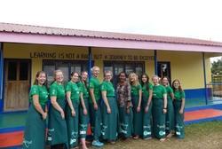 Ryhmä vapaaehtoisia Fidzillä