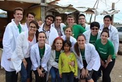 Ryhmä lääketieteen vapaaehtoisia
