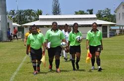 Vapaaehtoistyö Samoalla jalkapallon parissa