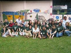 Ryhmäkuva eläinlääketiede-hankkeen vapaaehtoisista